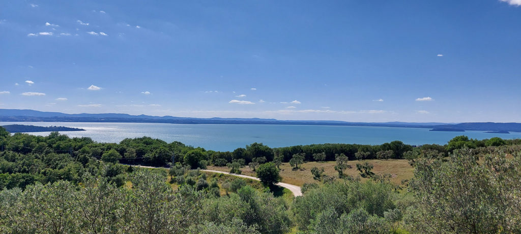 umbriaction-active-tour-central-italy-around-trasimeno-trekking