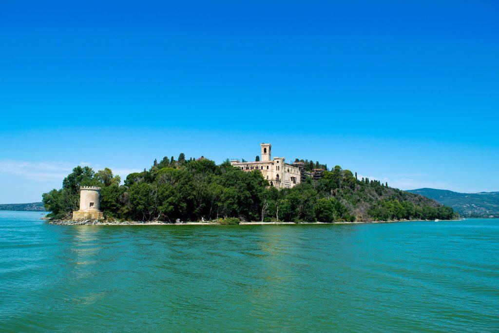 umbriaction-hiking-on-the-trasimeno-lake-crests