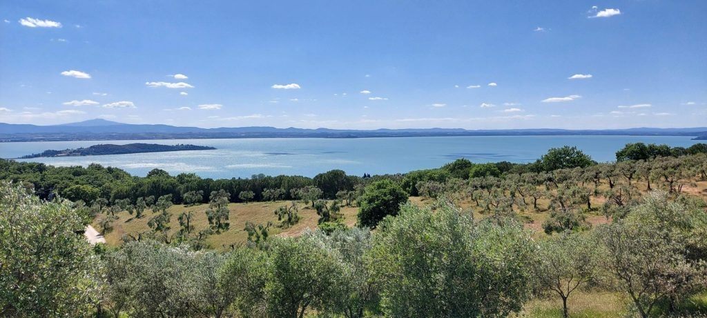 umbriaction-playing-on-the-water-of-trasimeno-lake